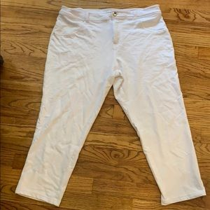 Just Be... Super stretchy and comfy white capris
